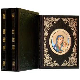 """Издание """"Чудотворные иконы серия из 3-х книг"""" в кожаном переплете, оформлена объемными узорами ручного тиснения с рельефным цветным  и глубоким блинтовым тиснением в футляре"""